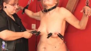 Sofía es una mujer que adora el BDSM aunque ya sea abuela